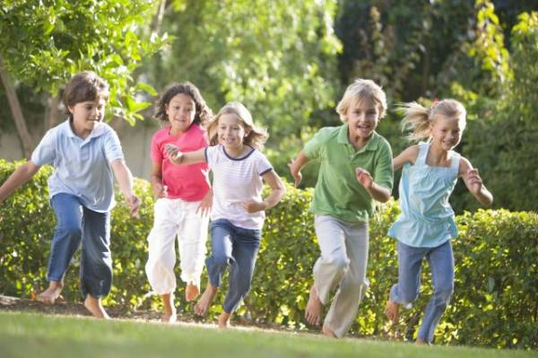 2e1ax_vintage_entry_5-Kids-Running-Outside